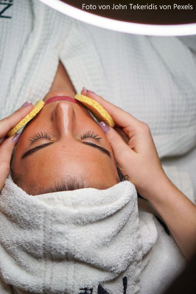 Peelings gegen schuppige Haut